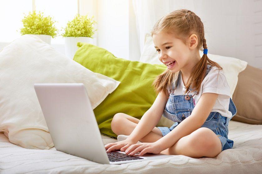 Mój pierwszy komputer. Jaki laptop dla dziecka wybrać na początek i kiedy go kupić?