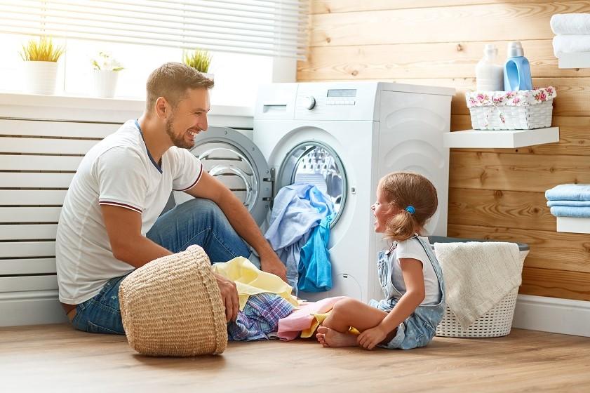 Pralka do małej łazienki – na co zwrócić uwagę przed zakupem?