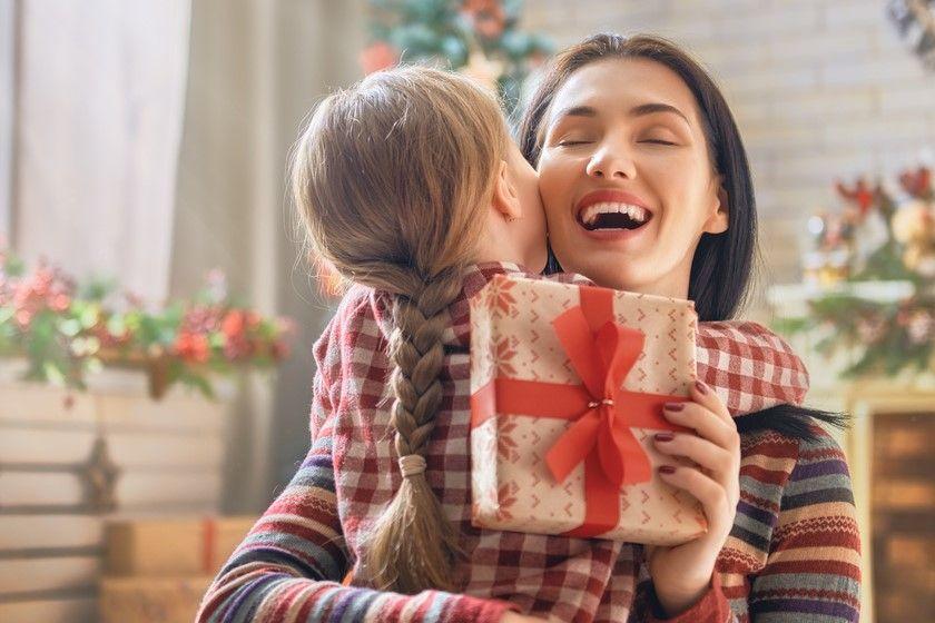 Co kupić rodzicom na święta? Poradnik prezentowy