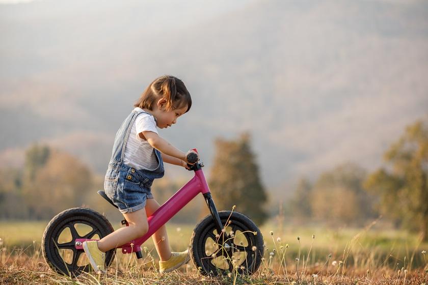 Mamo, tato – chcę pojeździć! Jaki rowerek biegowy wybrać dla malucha?