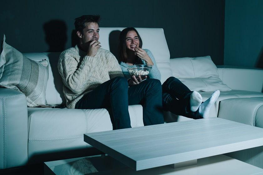 Urządzamy domowe centrum rozrywki. Co wybrać – soundbar czy kino domowe?