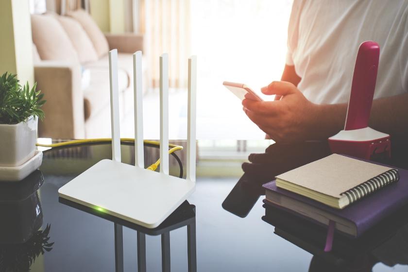 router na biurku