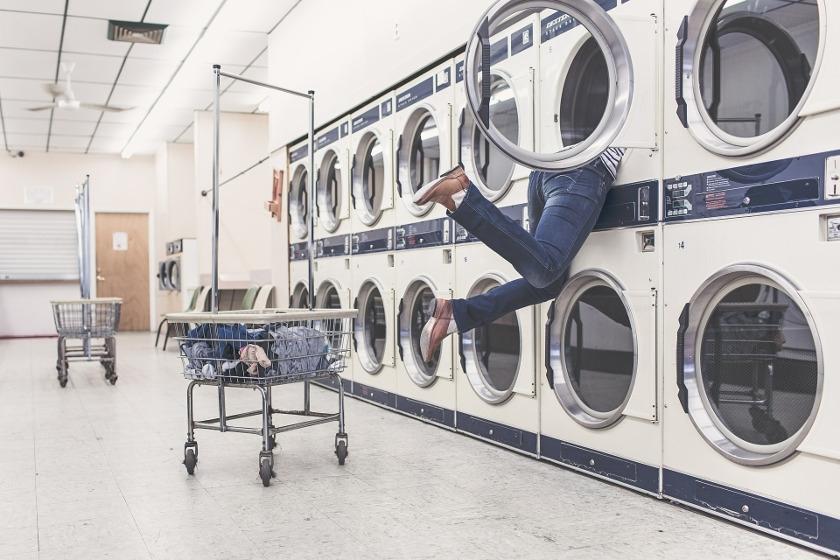 nogi w pralce